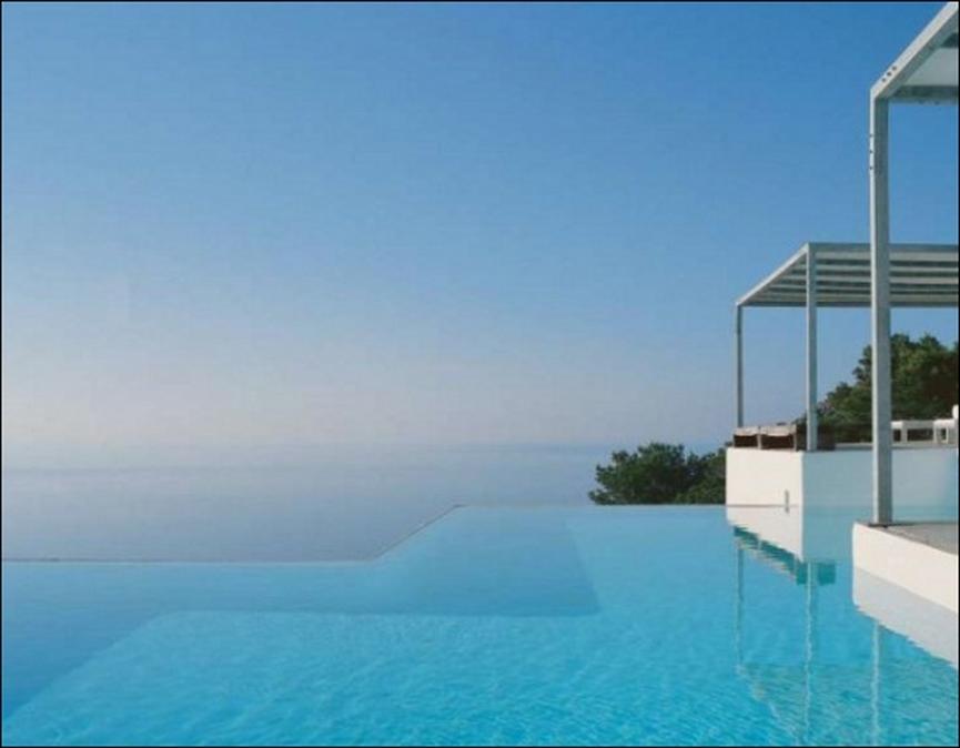 Виллу в остров Хиос на берегу моря с бассейном