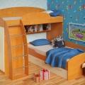 dvuh-yarusny-e-detskie-krovati-v-inter-ere-detskoj-komnaty-12