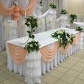 krasivy-j-svadebny-j-dekor-s-pomoshh-yu-tsvetov-12