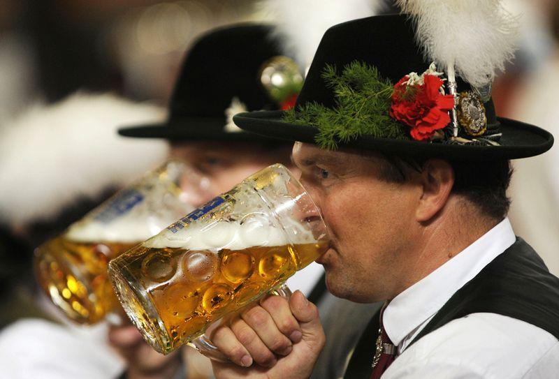 Октоберфест - официально признан, как самый грандиозный фестиваль на планете, и занесен в Книгу Рекордов Гинесса. история этого праздника пива насчитывает уже больше 200 лет. Ежегодно он проводится на лугу Терезы, который расположен в пригороде Мюнхена, в Германии.