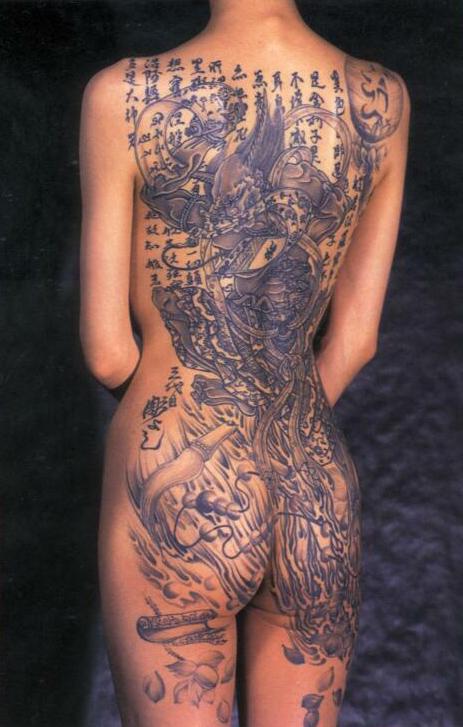 niesamowity tatua� na plecach