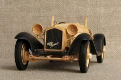 udivitel-ny-e-masshtabny-e-modeli-avtomobilej-iz-dereva-ot-alekseya-safonova-14
