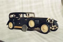 udivitel-ny-e-masshtabny-e-modeli-avtomobilej-iz-dereva-ot-alekseya-safonova-15