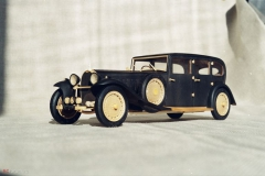 udivitel-ny-e-masshtabny-e-modeli-avtomobilej-iz-dereva-ot-alekseya-safonova-16
