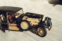 udivitel-ny-e-masshtabny-e-modeli-avtomobilej-iz-dereva-ot-alekseya-safonova-17