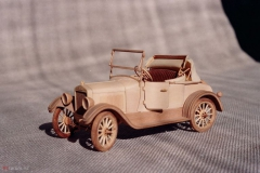 udivitel-ny-e-masshtabny-e-modeli-avtomobilej-iz-dereva-ot-alekseya-safonova-19