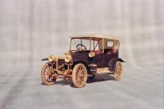 udivitel-ny-e-masshtabny-e-modeli-avtomobilej-iz-dereva-ot-alekseya-safonova-21