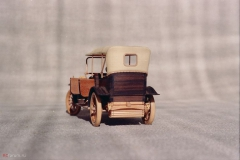 udivitel-ny-e-masshtabny-e-modeli-avtomobilej-iz-dereva-ot-alekseya-safonova-22
