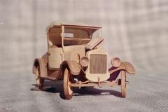 udivitel-ny-e-masshtabny-e-modeli-avtomobilej-iz-dereva-ot-alekseya-safonova-24