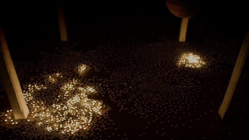 Новогодняя инсталляция со свечами