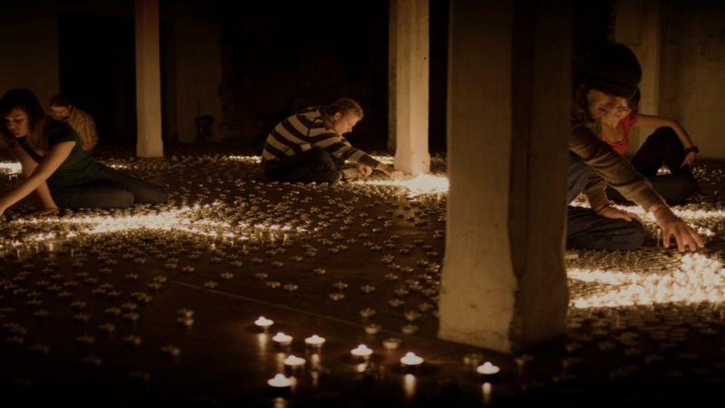 Новогодняя инсталляция со свечами 3