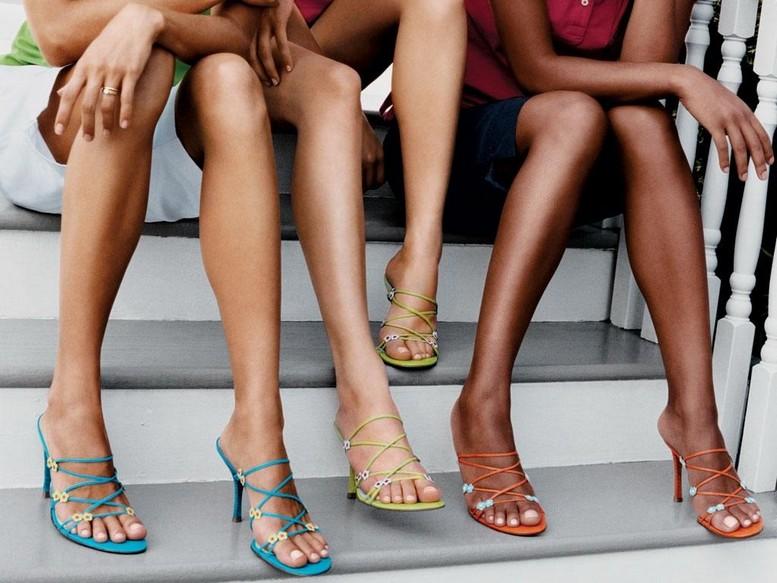 Тонкие длинные пальцы ног тощей голой девочки фото фото 181-538