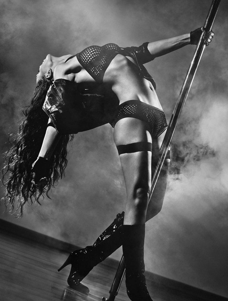 Сексуальная девушка танцует go go 19 фотография