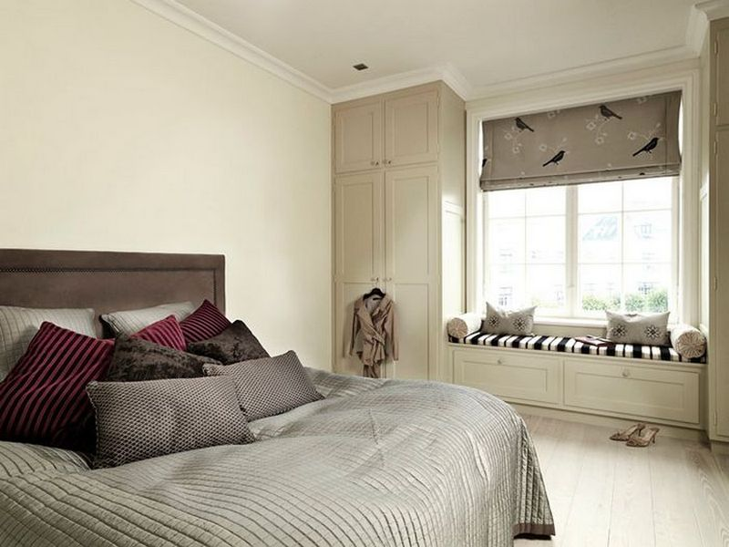 Бежевый интерьер спальни (фото)