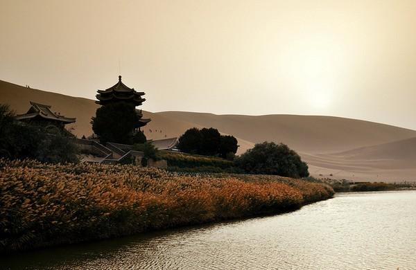 Старинный оазис посреди пустыни Такла-Макан