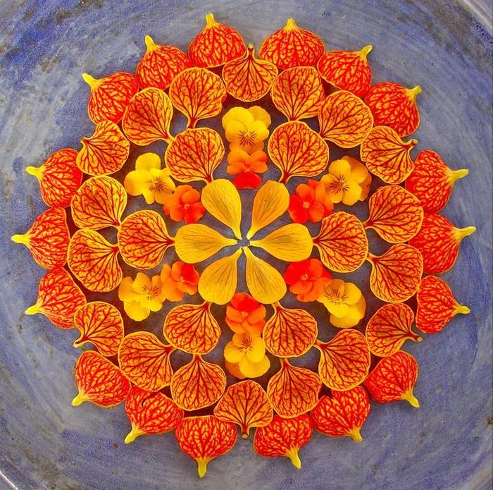 Данмала - мандала из цветов, листьев, овощей и фруктов