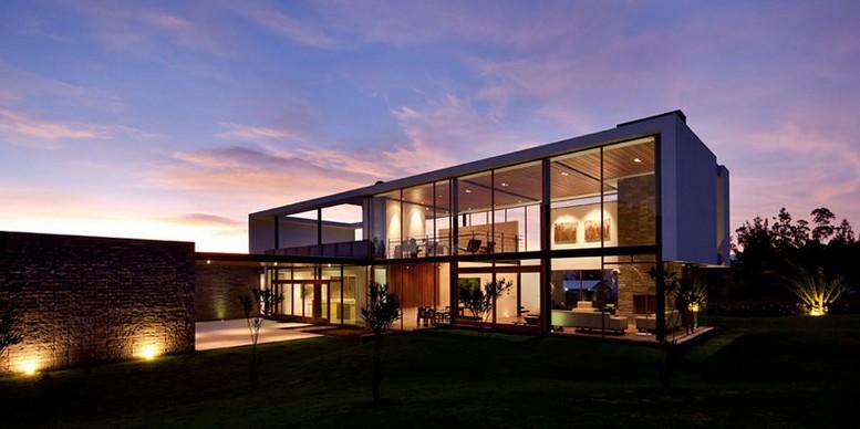 Двухэтажный дом от студии Diez + Muller