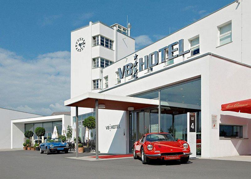 V8 - тематический отель для автолюбителей 1