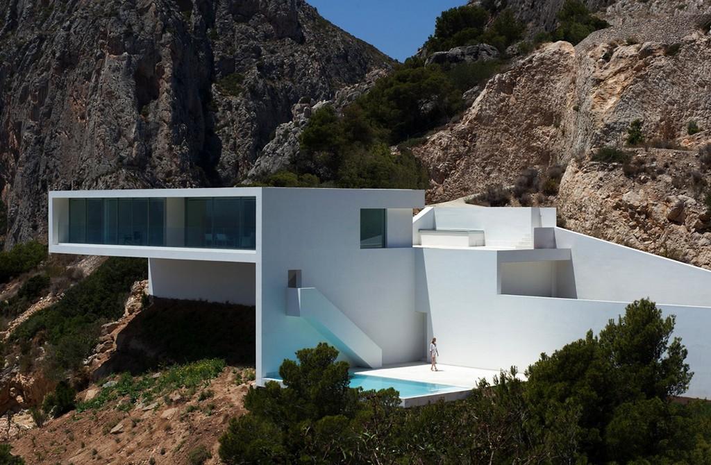 Белоснежная вилла в Испании от компании Fran Silvestre Arquitectos