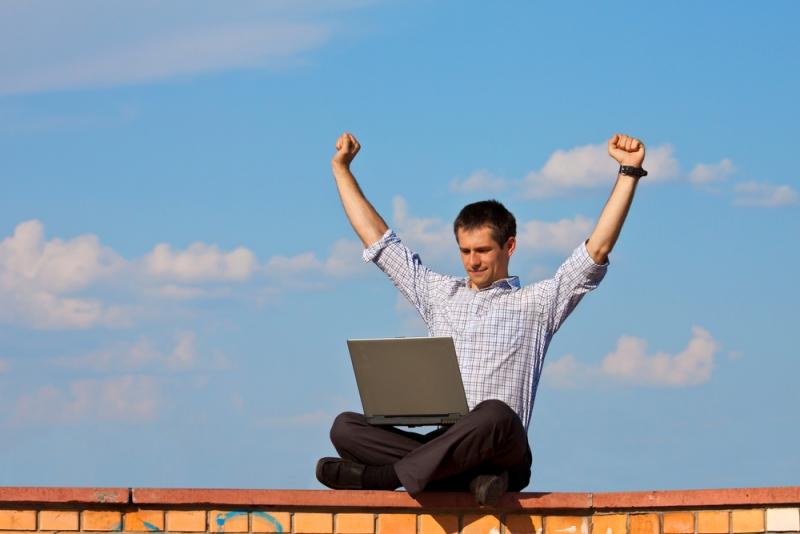Молодость как преимущество в интернет-пространстве юные и амбициозные начинают и выигрывают