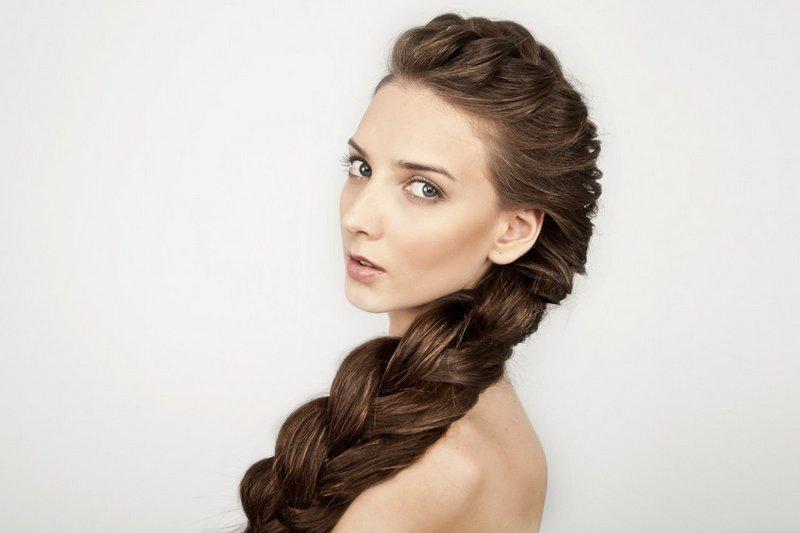 Современные плетения на длинные волосы. Фото №1