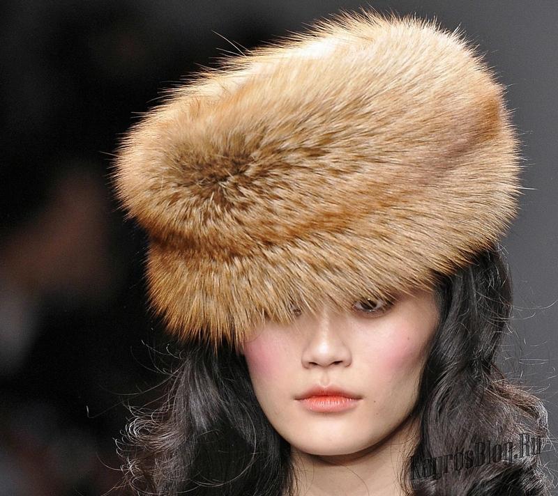 Молодежь будет носить как мохнатые меховые шапки, так и модели из стриженого кролика: шапки - шлемы, шапки