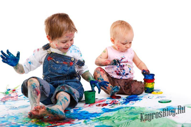 С какого возраста ребенок рисует пальчиковыми красками