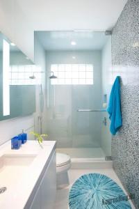 Интерьер маленькой ванной тоже можно обустроить по вашему вкусу 6