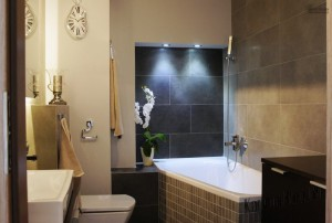 Интерьер маленькой ванной тоже можно обустроить по вашему вкусу 9
