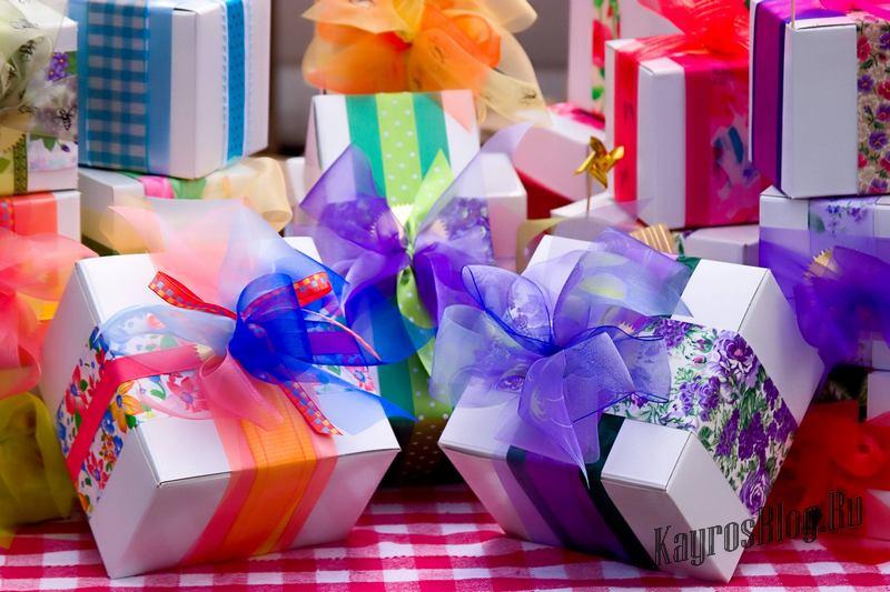 Воздушные шарики на открытке в день рождения