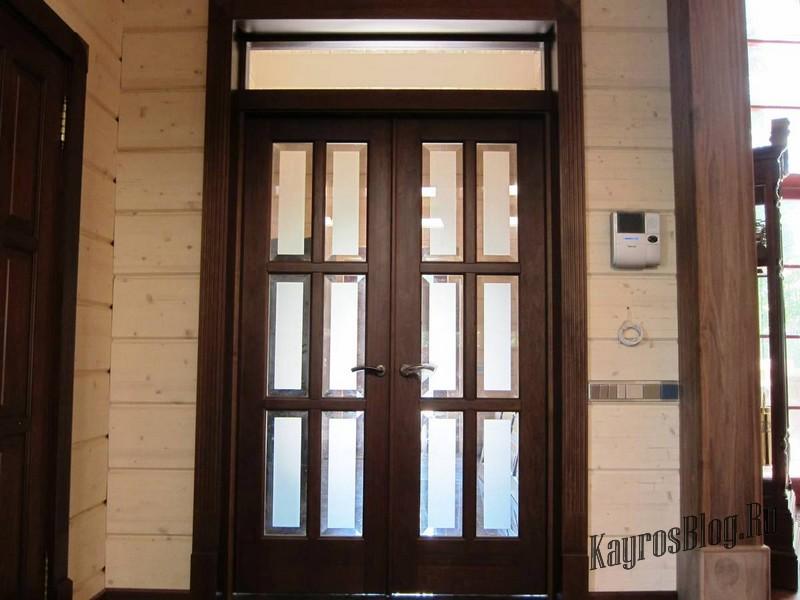 Входные двери из дерева и алюминия