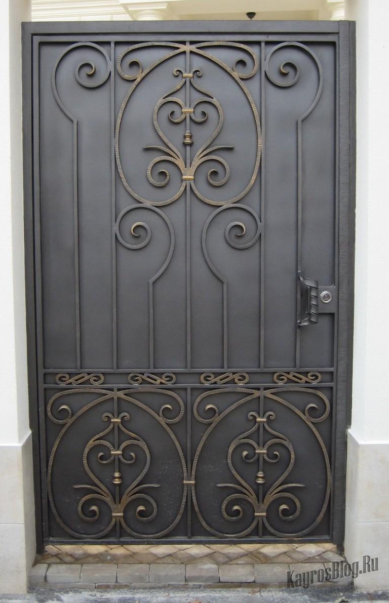 входные двери из металла с ковкой