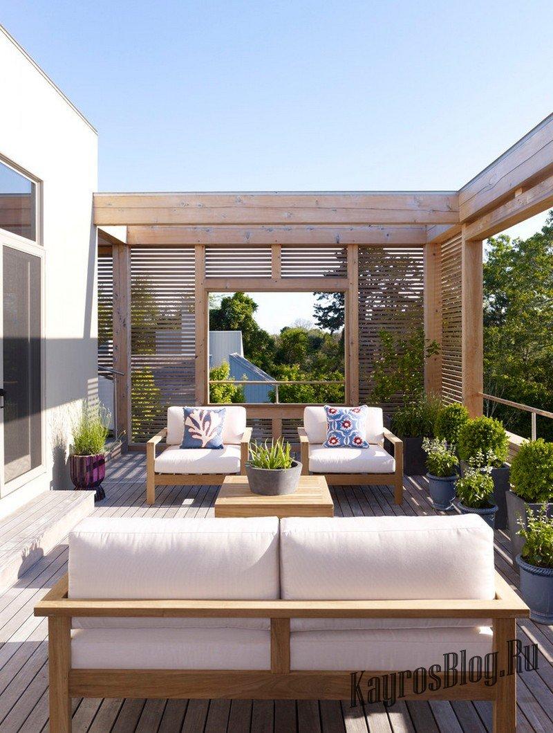 Двухэтажные дома с балконом и открытой террасой.