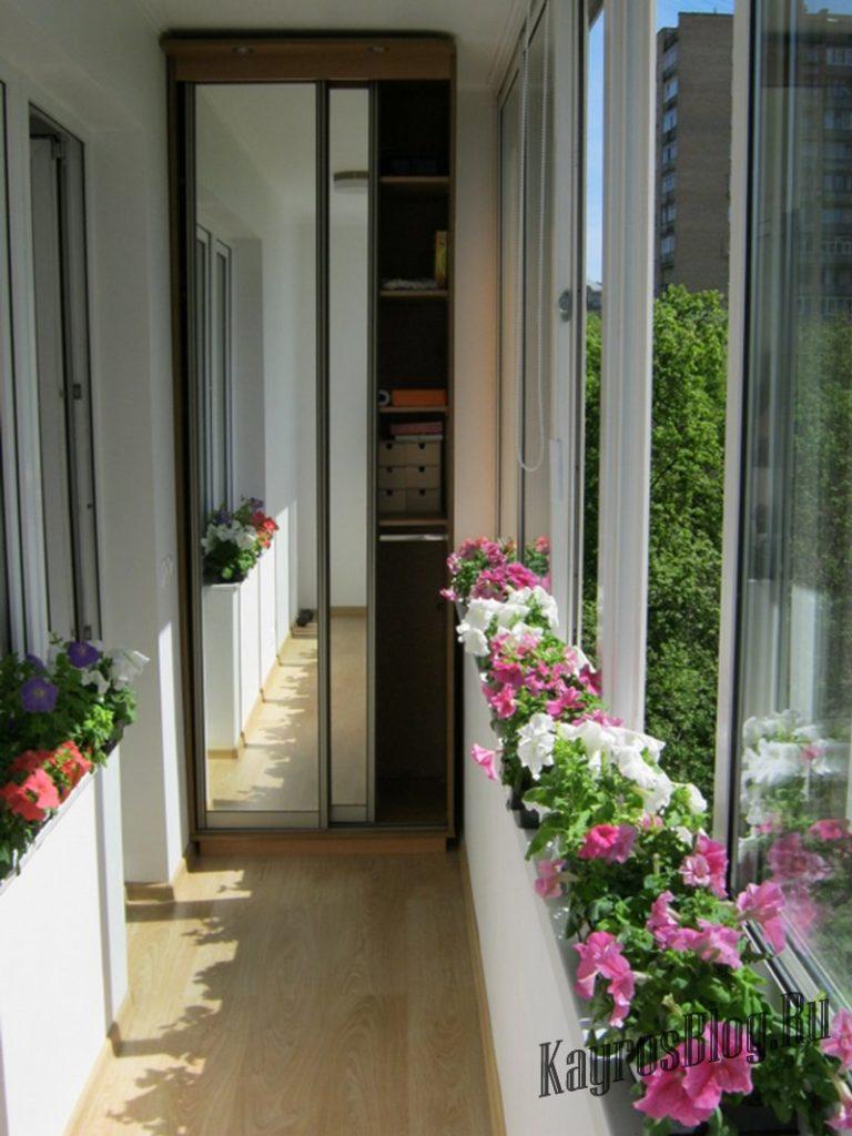 Шкаф-купе на лоджии или балконе: описание особенности такого.