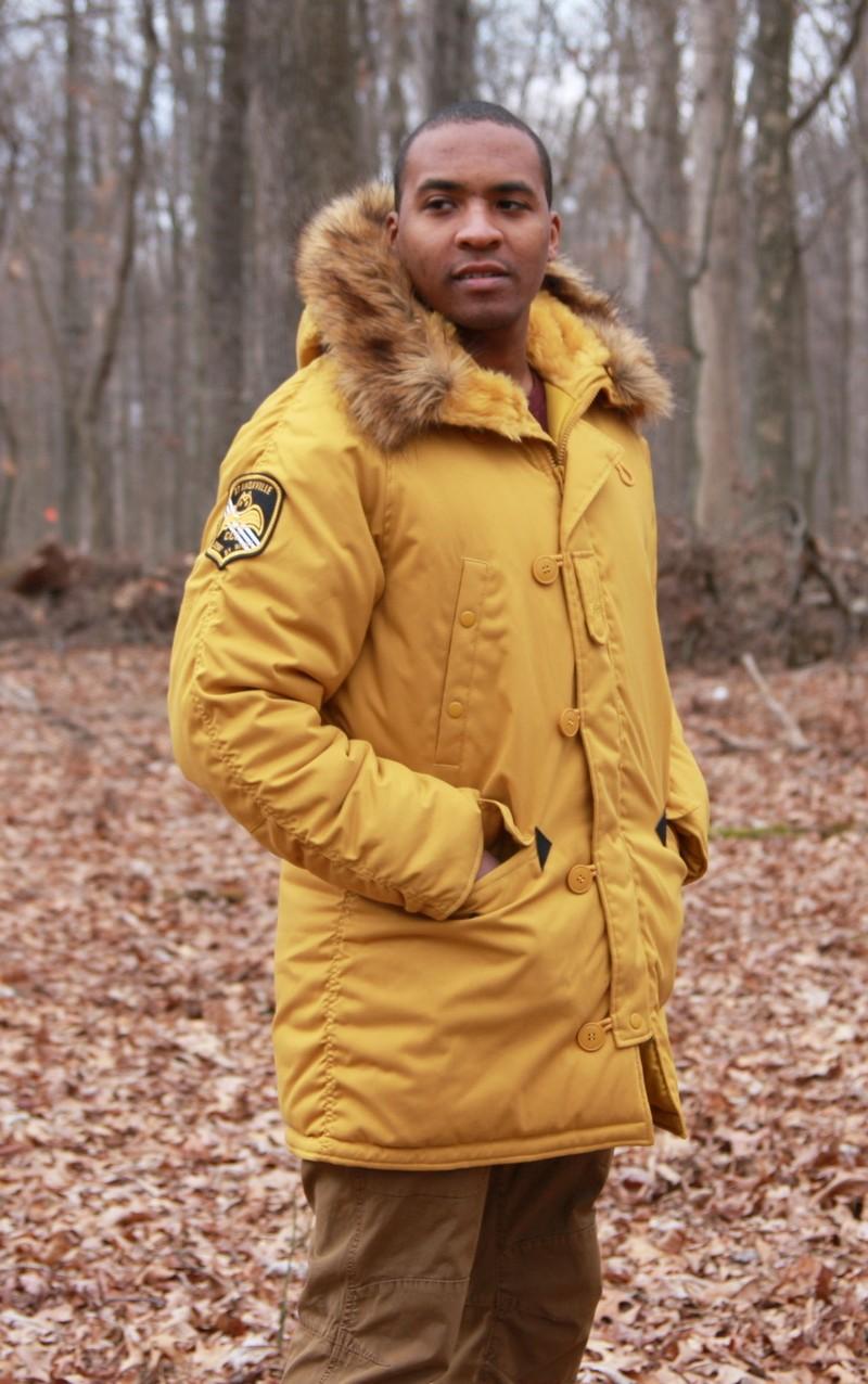 0cf14082ca7a8 Парка зимнего сезона 2017 пошита в стиле, casual то есть свободного покроя.  Длинна такой куртки на 10 см. выше колена, а капюшон должен быть оторочен  мехом, ...