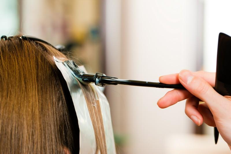 Как красить волосы в светлые тона в домашних?