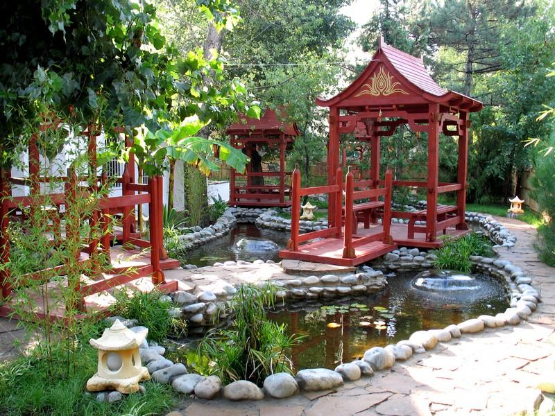 пруд в китайском стиле