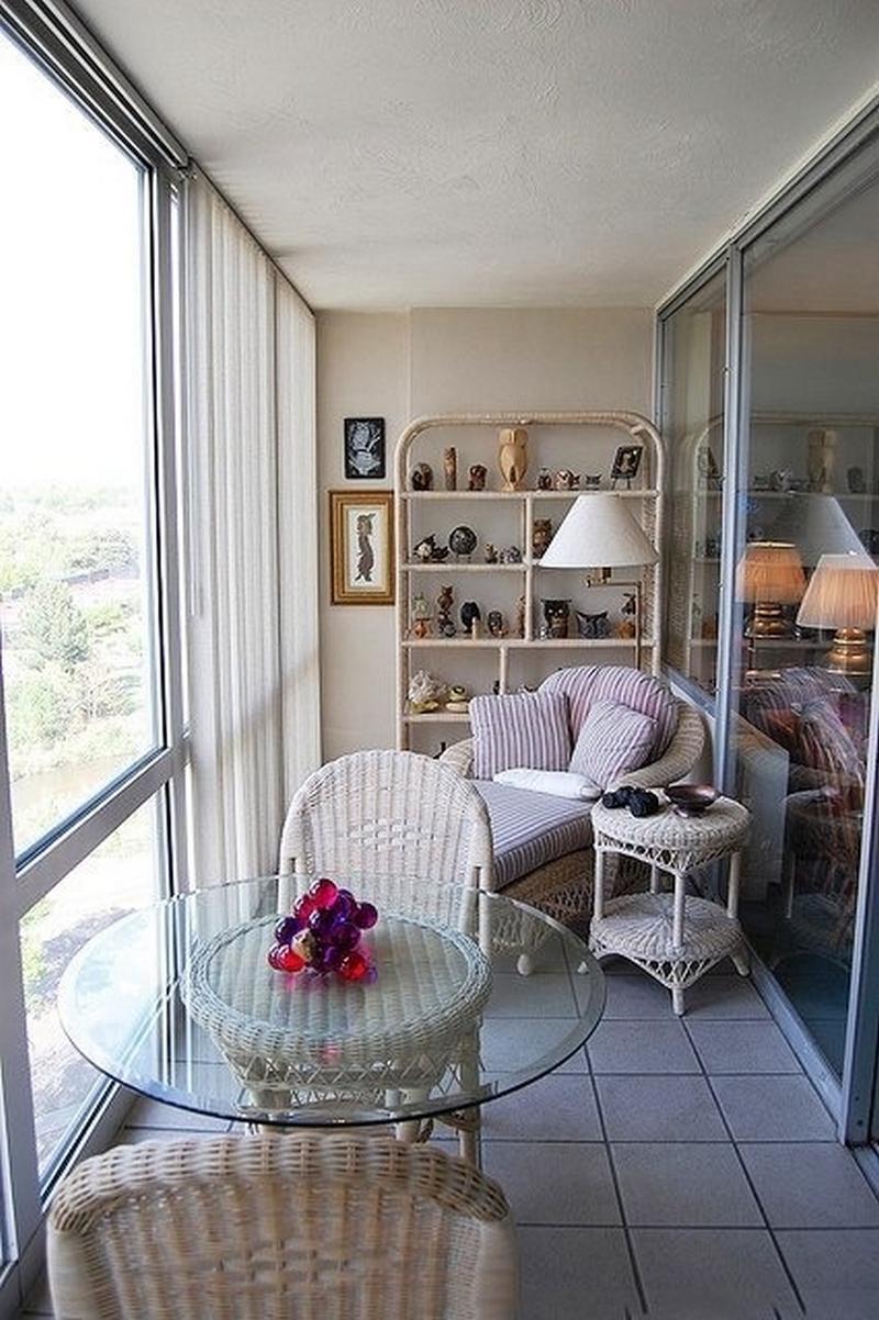 Дизайн балкона с панорамным остеклением..
