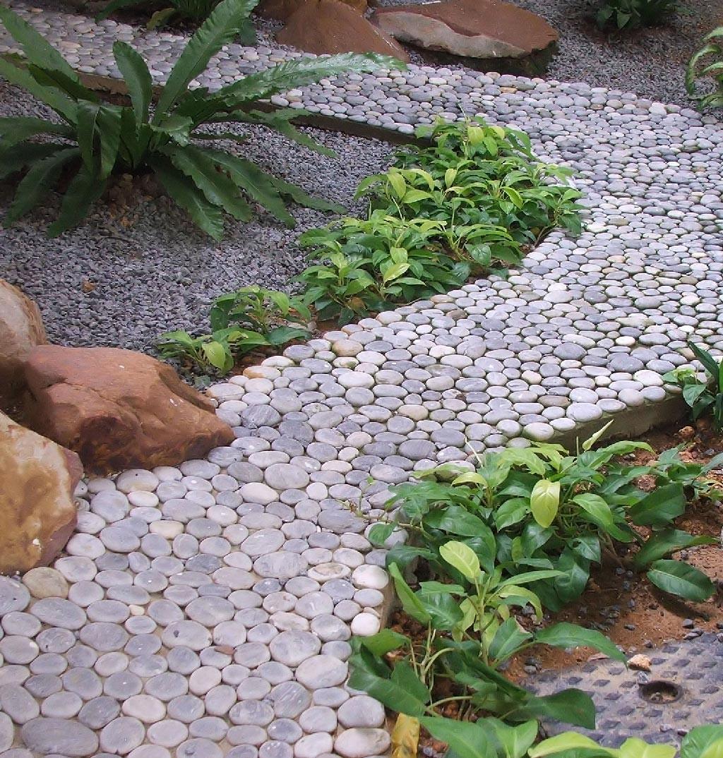 Садовая дорожка из гальки