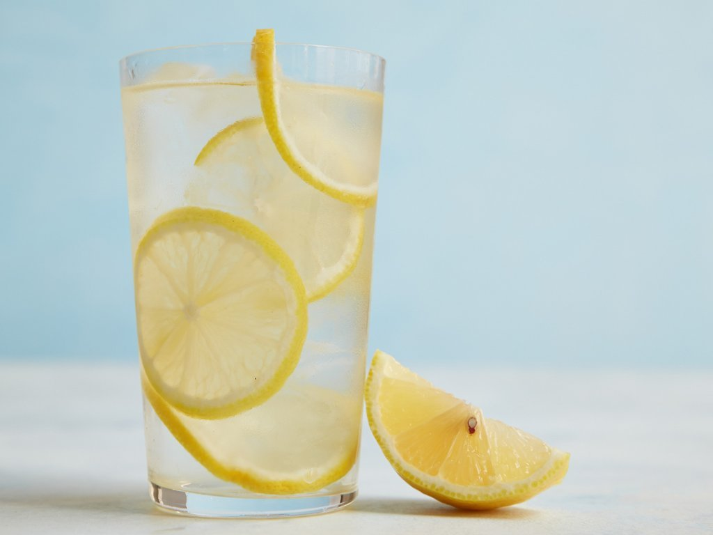 В чем заключается польза лимонной воды