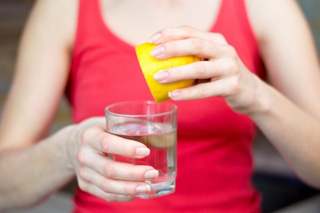 В чем заключается польза лимонной воды 2