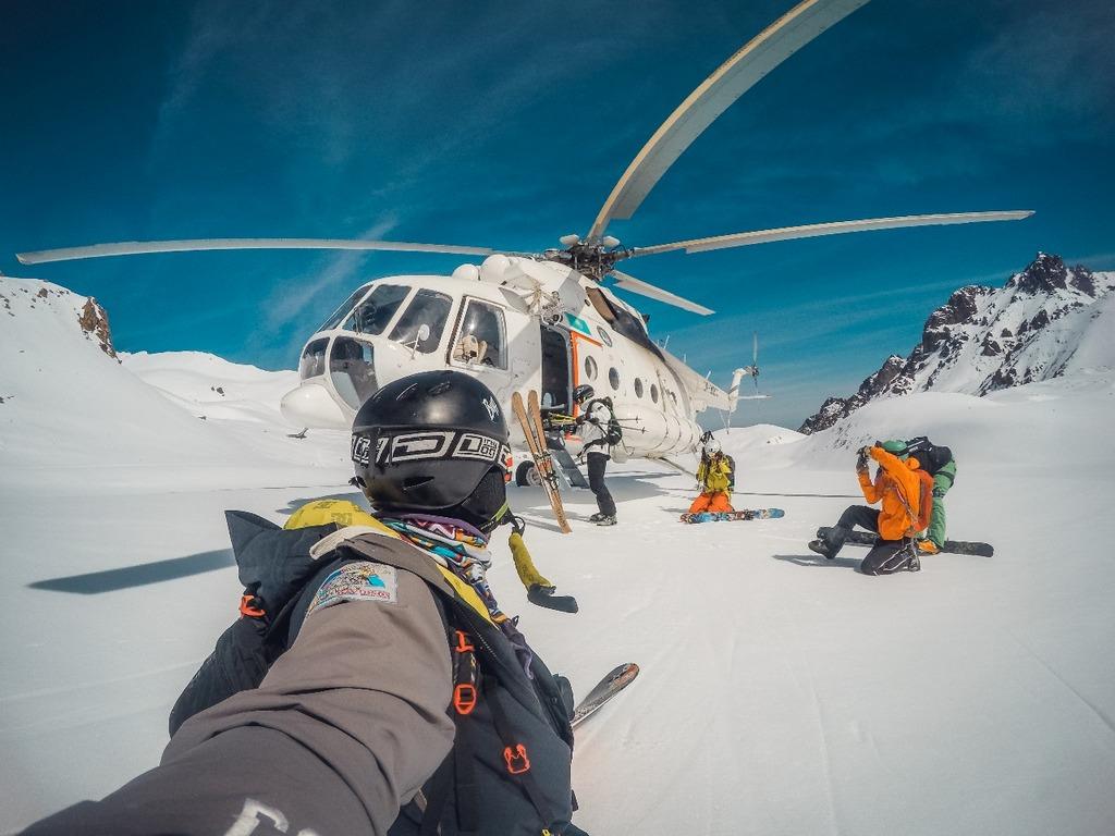 Хели-ски – пожалуй, самая крутая причина этого списка