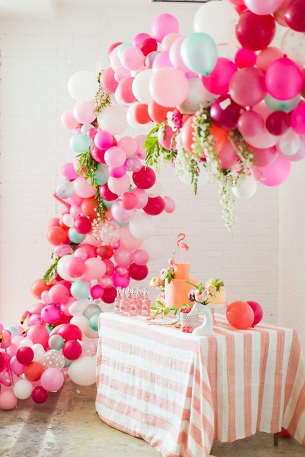 Качественное и недорогое свадебное украшение зала шарами