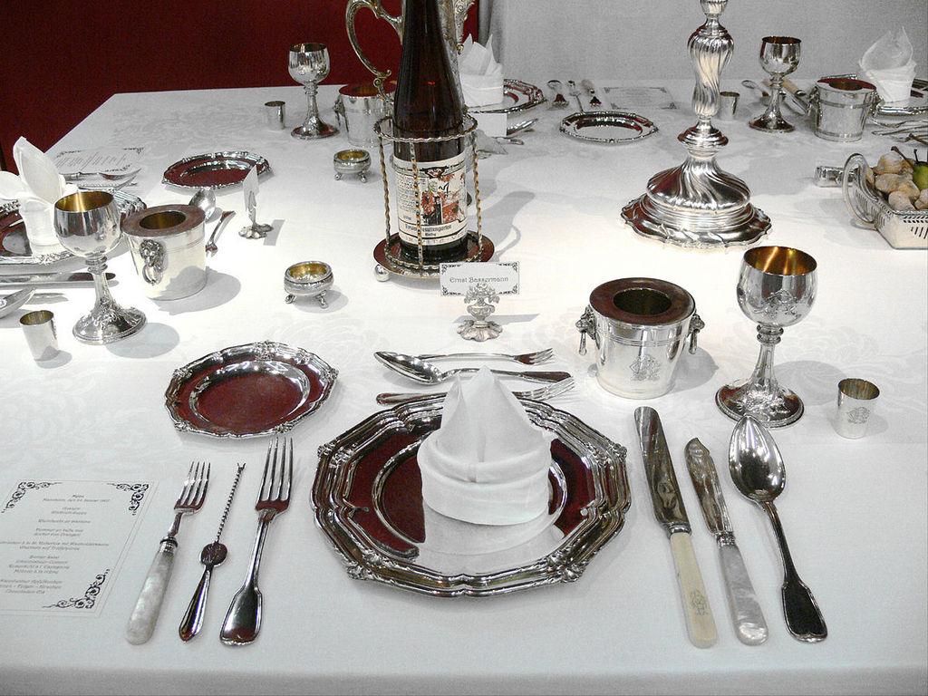 Преимущества серебряных изделий для сервировки стола