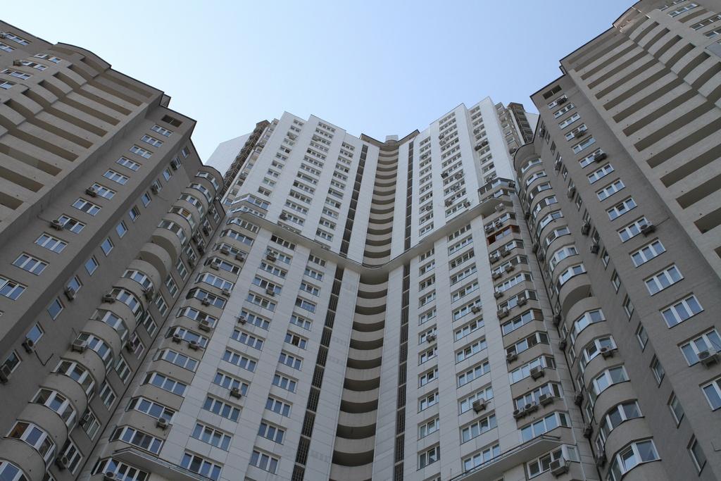 Продавать квартиру без посредников - насколько это полезно?