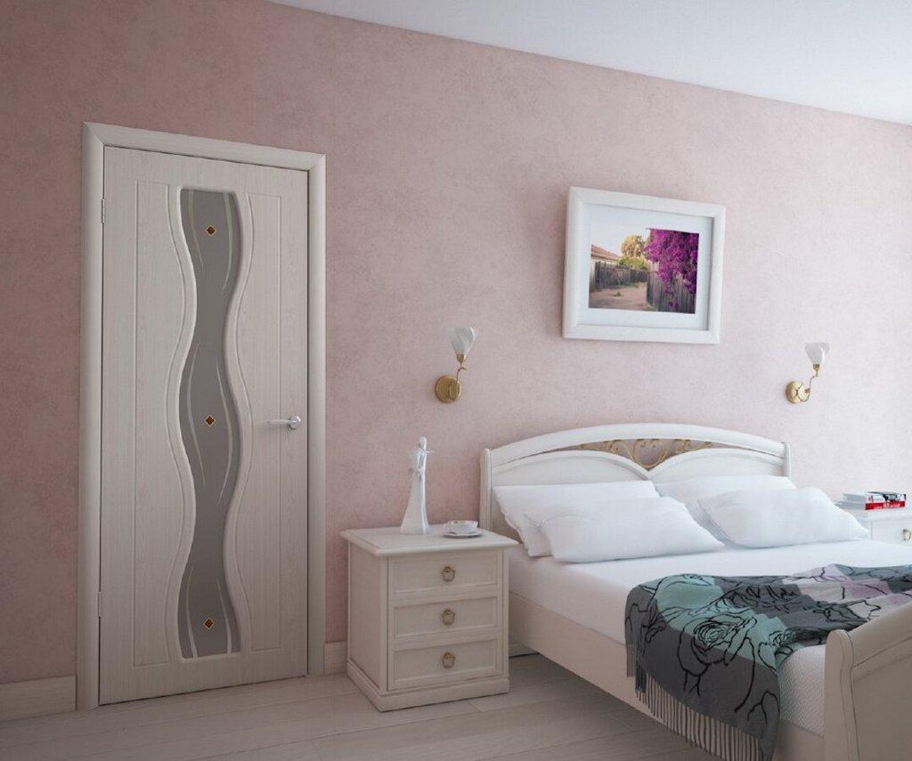Дверь ПВХ в интерьере спальни. Цвет: беленый дуб
