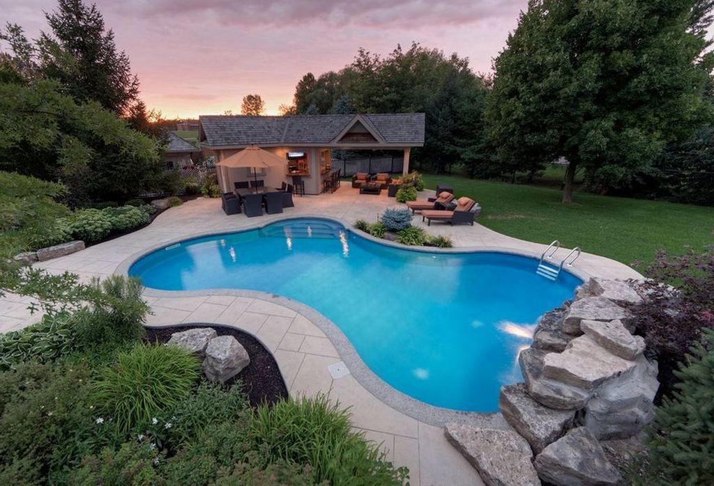 Выгодно ли строить бассейн в саду