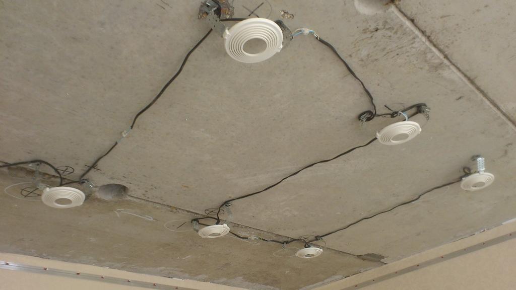 Какие рекомендации следует соблюдать при установке осветительных приборов самостоятельно?
