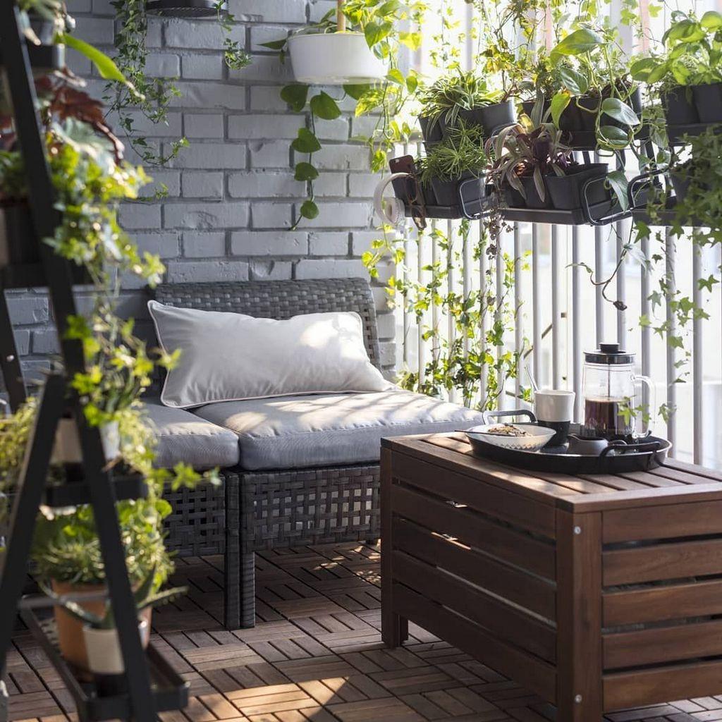 Современная мебель для маленького балкона