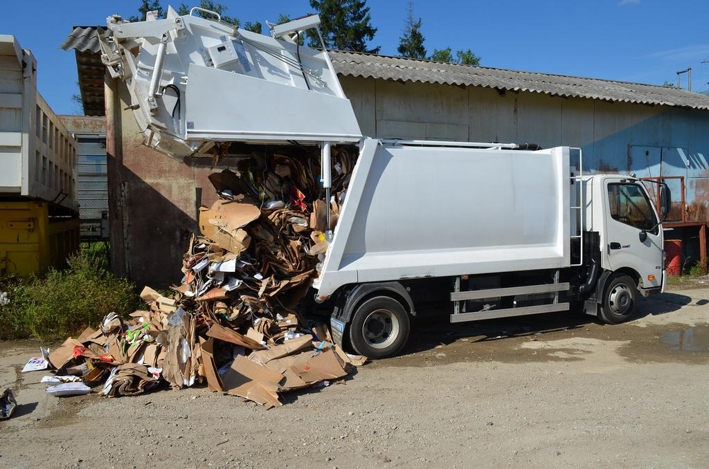 Что вмещает малогабаритный мусоровоз